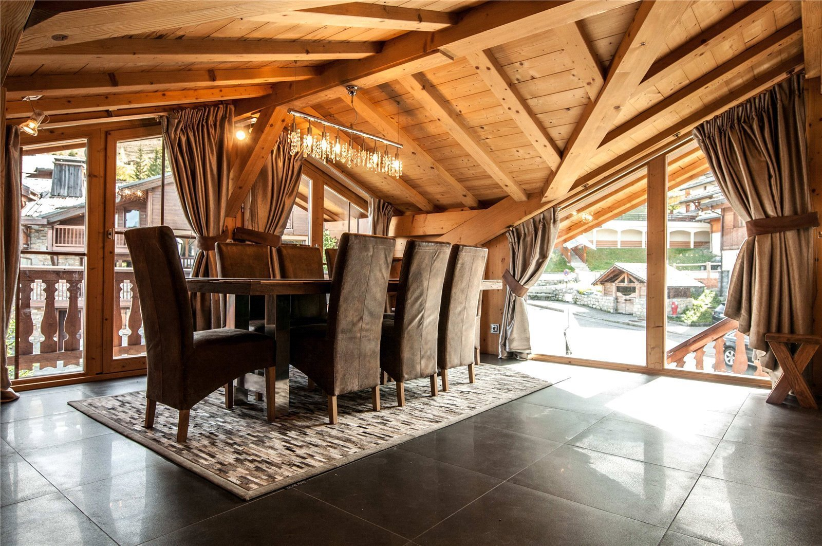 Buying Villa Courchevel Exceptional 3 bedroom penthouse in a chalet style residence in Courchevel Moriond, ideally located for the ski slopes.