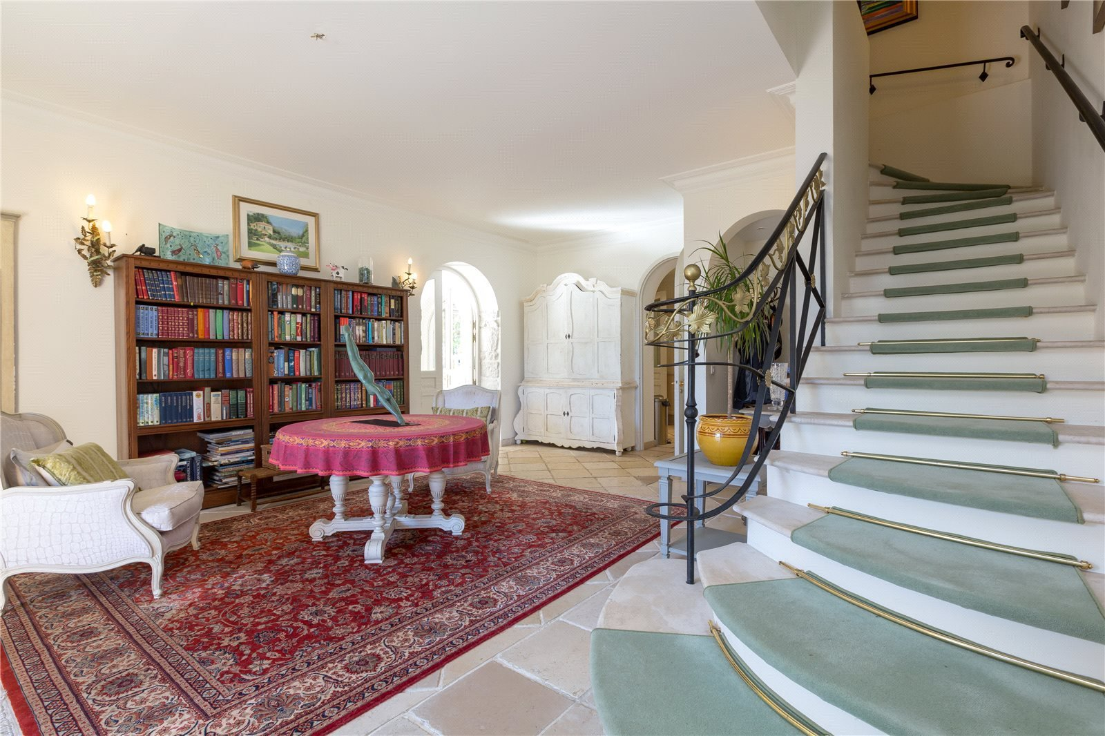 Buying Villa Saint-Jean-Cap-Ferrat Villa with pool and guest cottages and a total of 9 bedrooms, ideally situated for local amenities and the centre of St Jean Cap Ferrat.