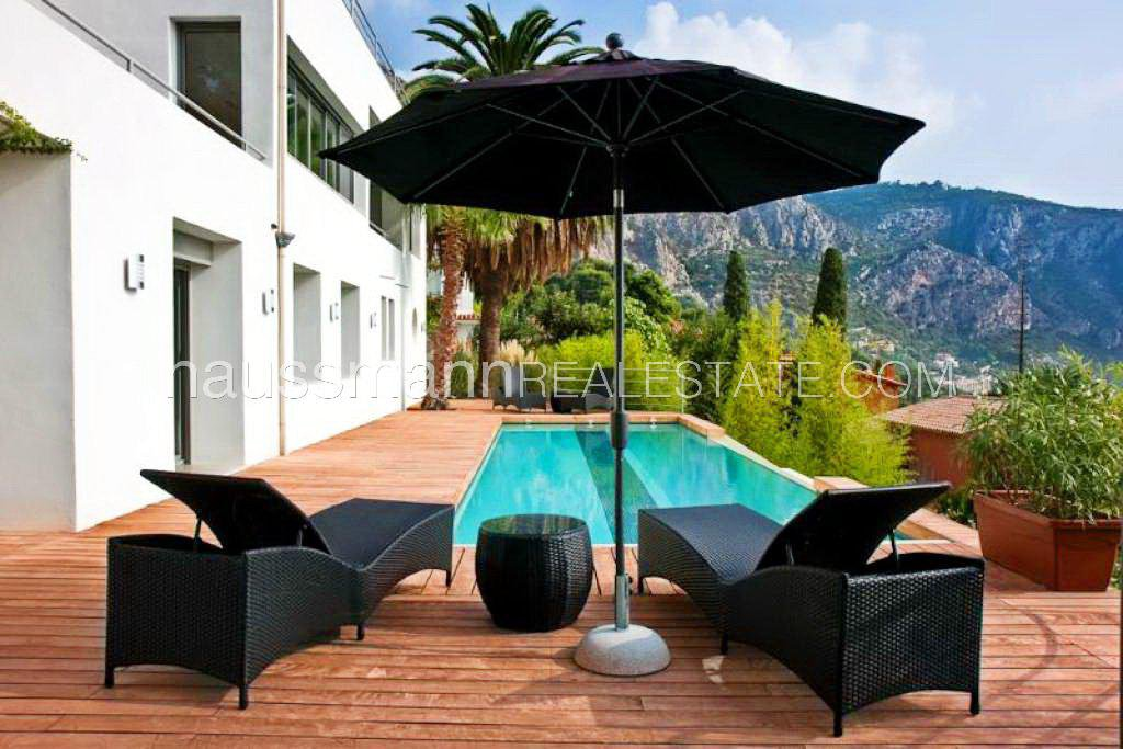 Rental Villa Èze Facing the sea and at only 2 steps from beaches, contemporary villa for 10 people