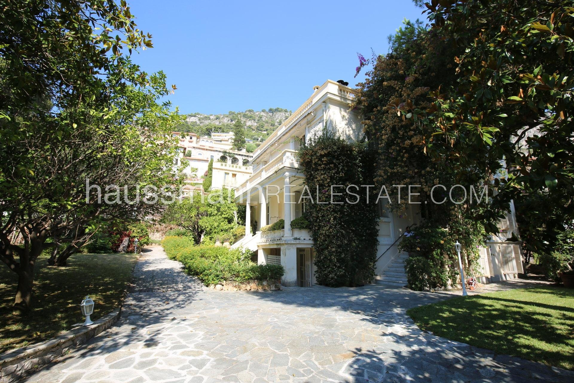Buying Villa Beaulieu-sur-Mer Elegant mansion in the heart of town, 2 steps from beaches, 10 minutes from Monaco