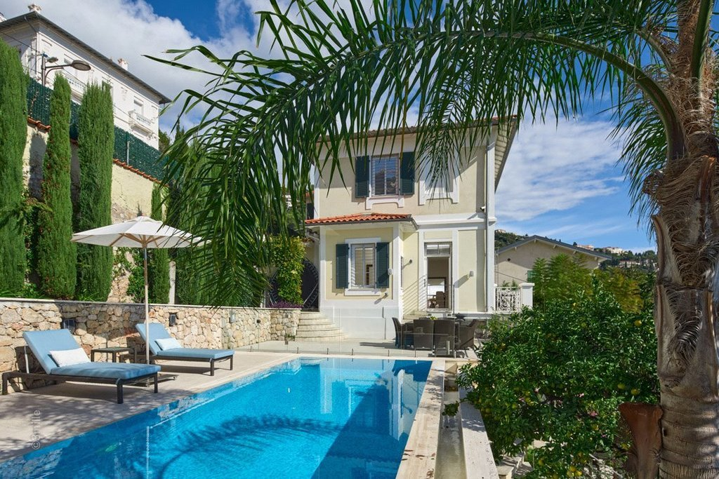 Buying Villa Roquebrune-Cap-Martin Situated only 2 km from Monaco, fully refurbished 4 bedroom Belle Epoque villa with beautiful sea views and a swimming pool.