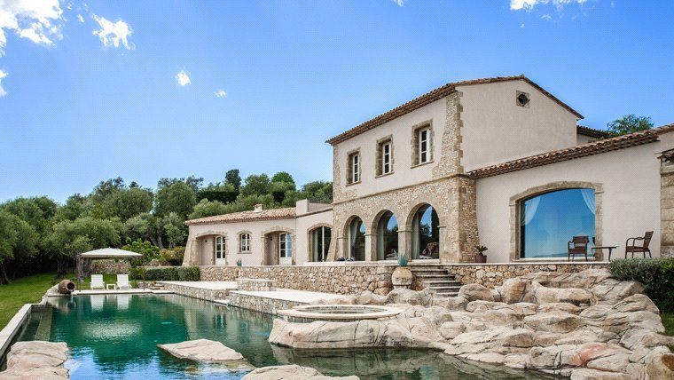 Buying Villa Châteauneuf-Grasse Luxury property, boasting panoramic views, set in fully closed  landscaped grounds of over 1ha. Main villa, guest house, heated pool, 3 garages, parking.