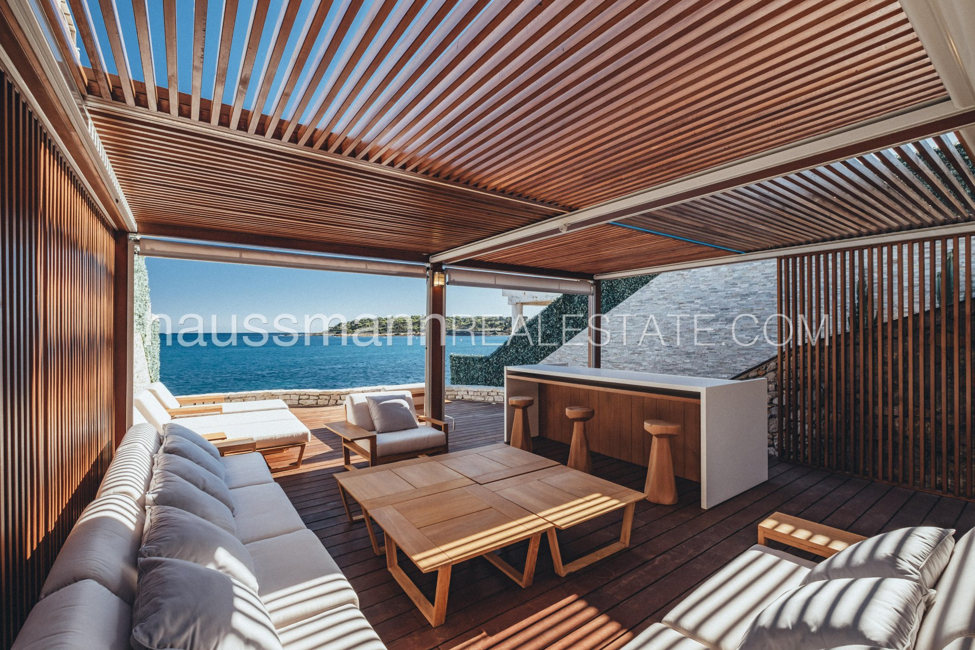 Buying Villa Antibes Watersedge property with sea view