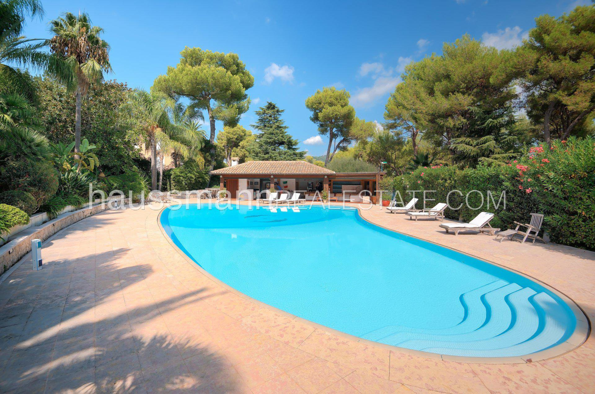 Buying Villa Saint-Jean-Cap-Ferrat Magnificent bourgeois property with swimming pool