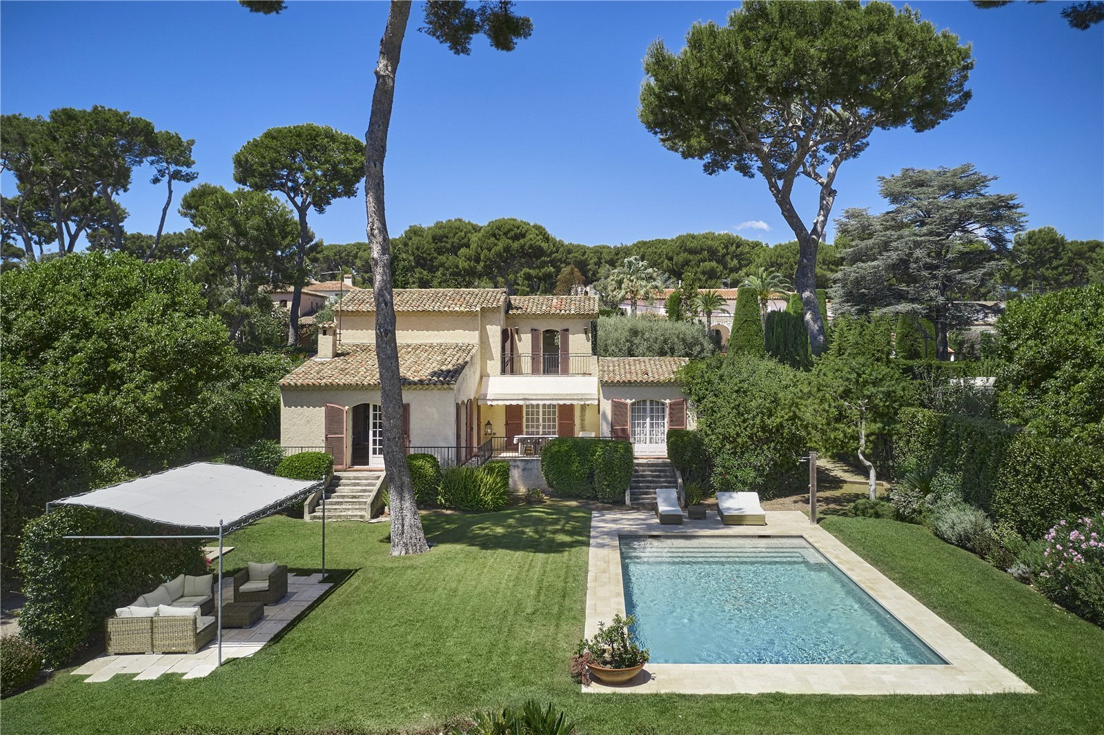 Buying Villa Cap d'Antibes SOLE AGENT. Four bedroom villa, benefiting from a superb sea view and a landscaped garden with pool and carport. Strong potential for renovation.