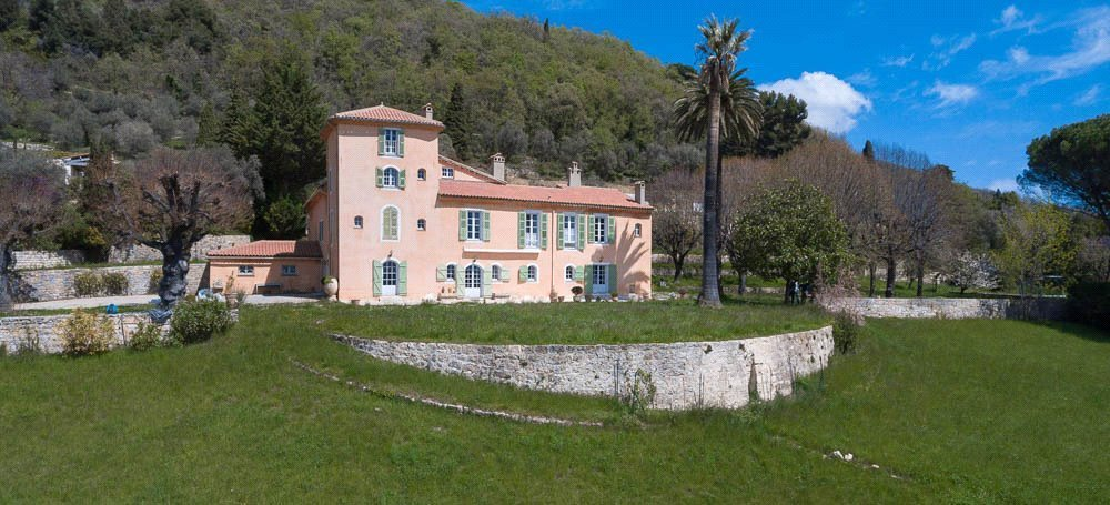 Buying Villa Magagnosc Charming ten bedroom bastide with swimming pool, boasting stunning views of the countryside down to the sea.