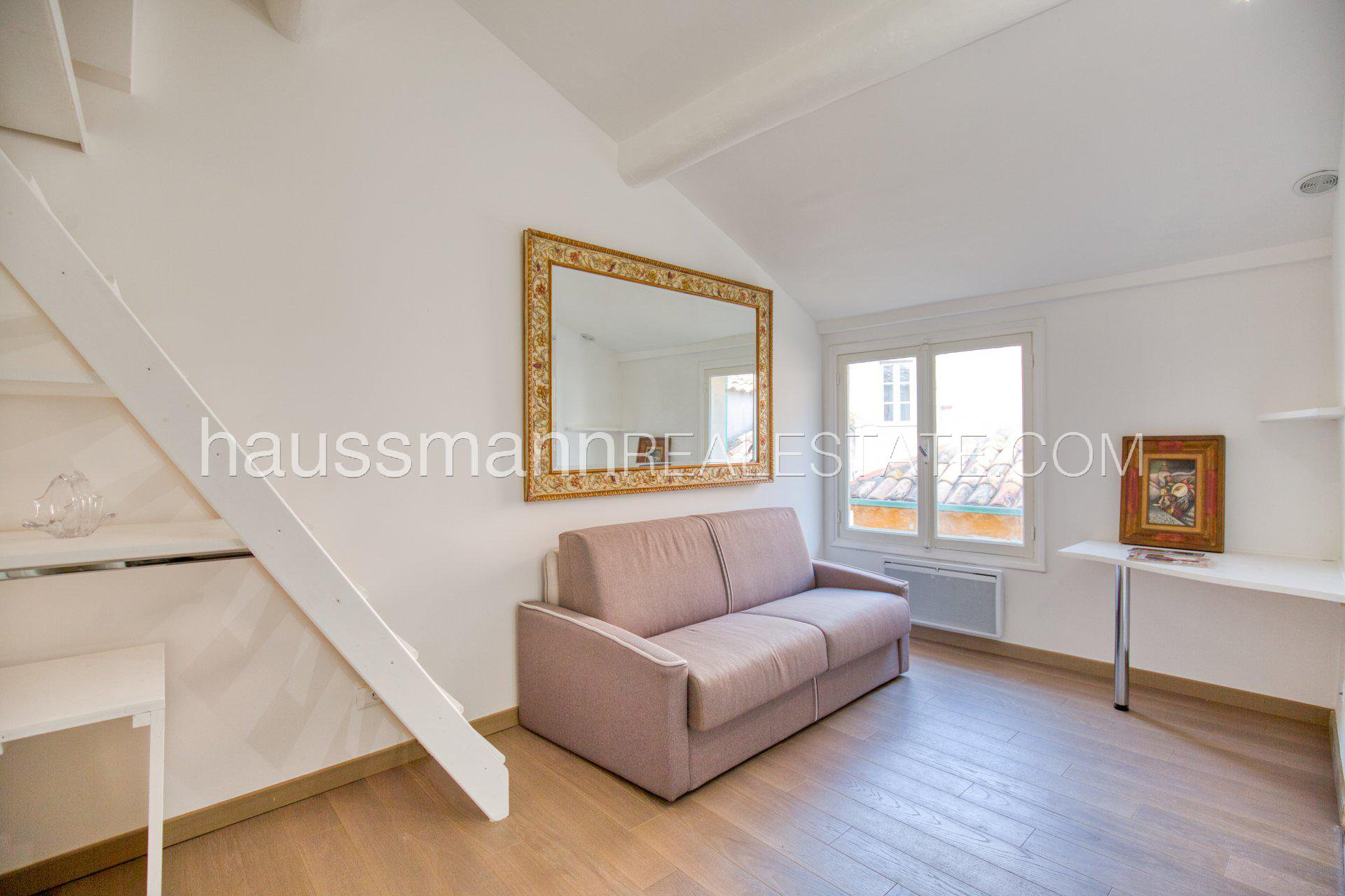 Buying Apartment Villefranche-sur-Mer 2 appartements on the old town roofs