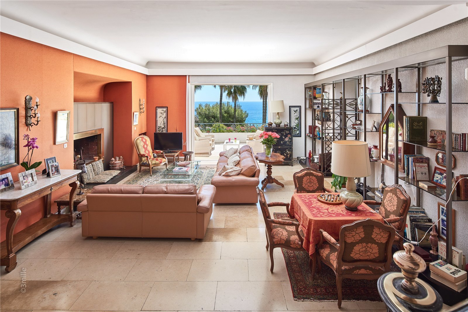 Buying Villa Cannes Elegant property, composed of main villa and caretaker's house, set in landscaped grounds with pool, boasting panoramic sea views.