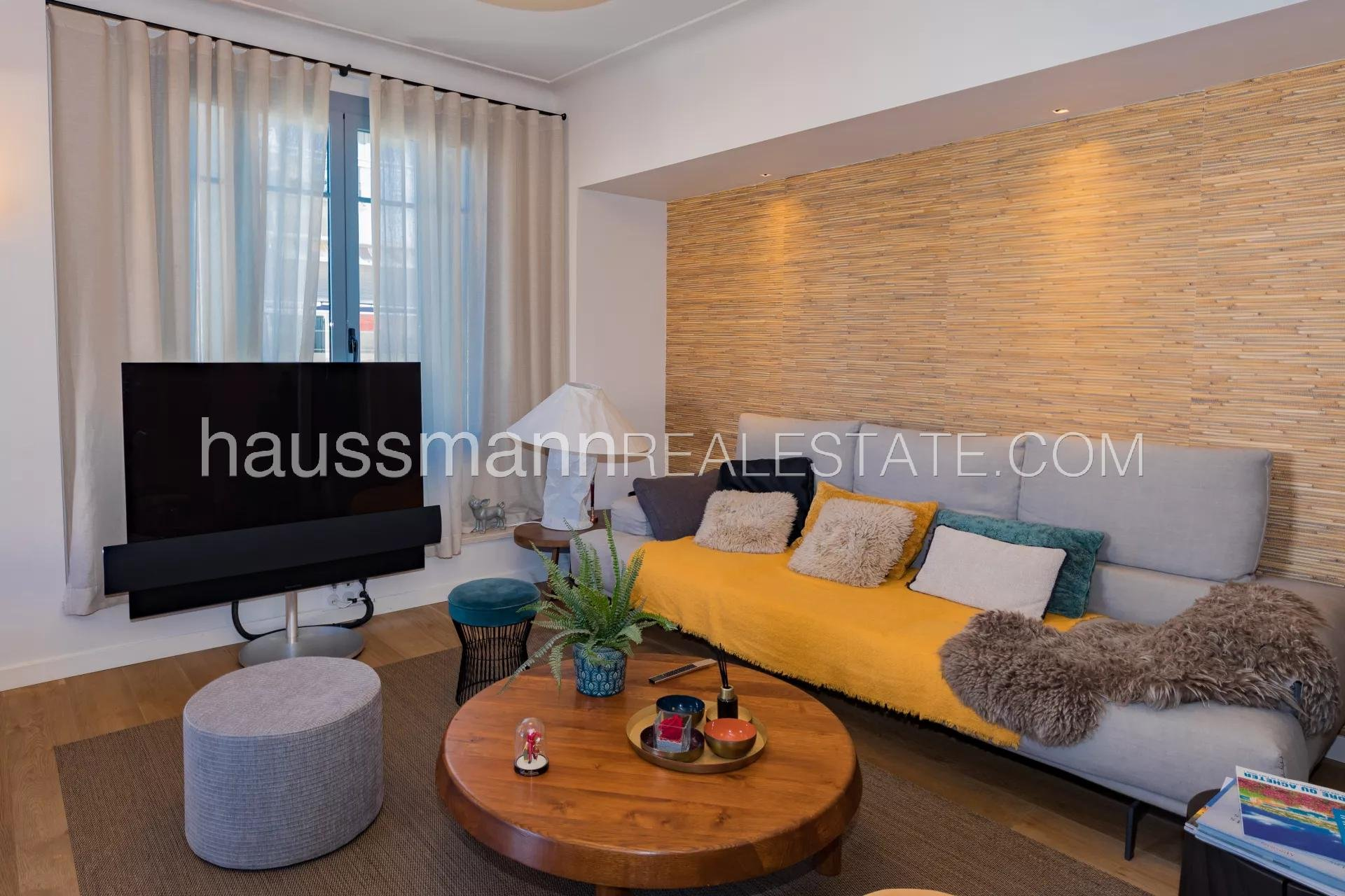 Buying Apartment Nice City centre flat with two terraces
