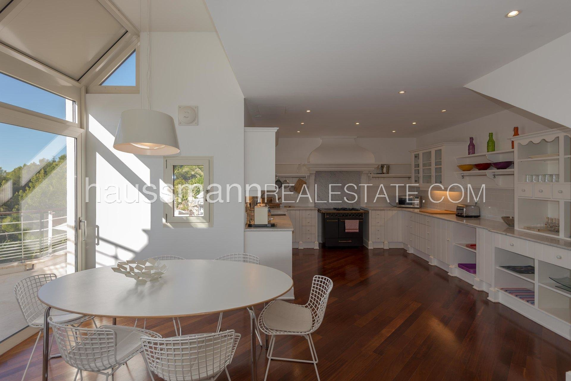 Buying Villa Villefranche-sur-Mer A contemporary style Eagle's nest overlooking the Sea