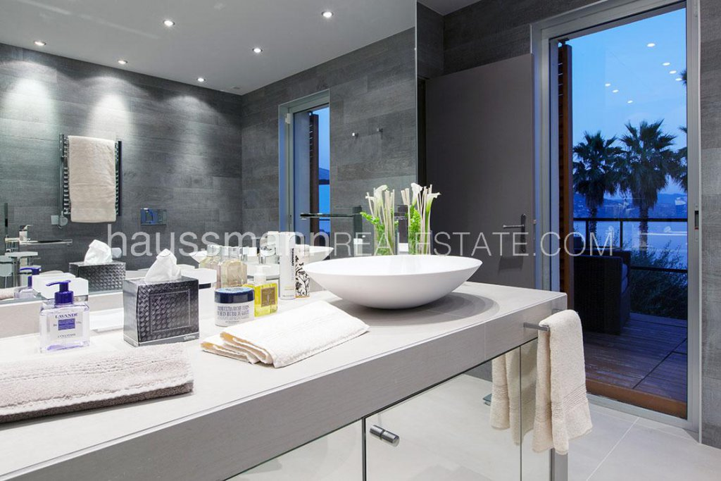 Rental Villa Roquebrune-Cap-Martin Hotel services contemporary house with panoramic sea view