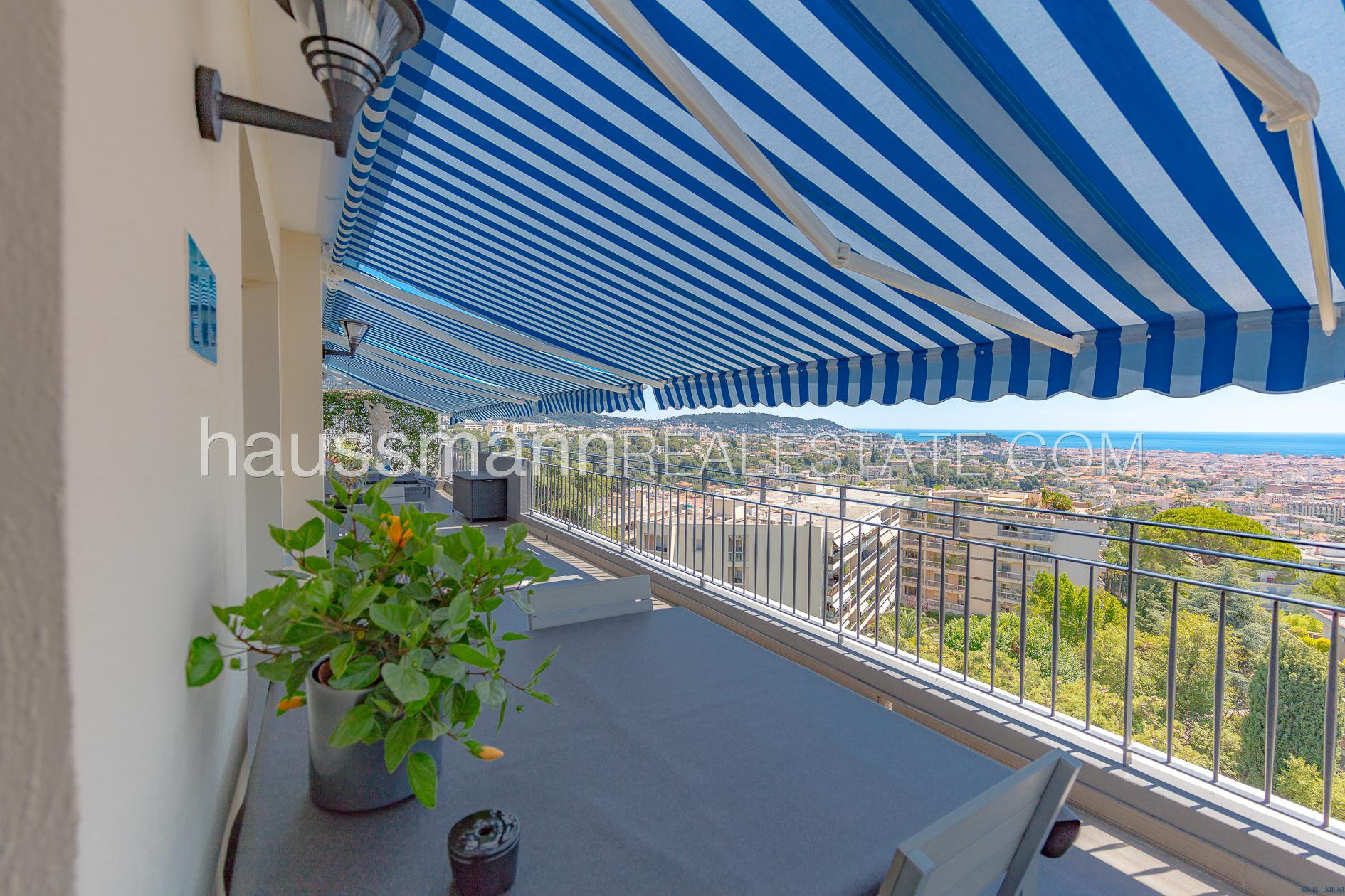 Buying Apartment Nice Top floor on the heights of Nice