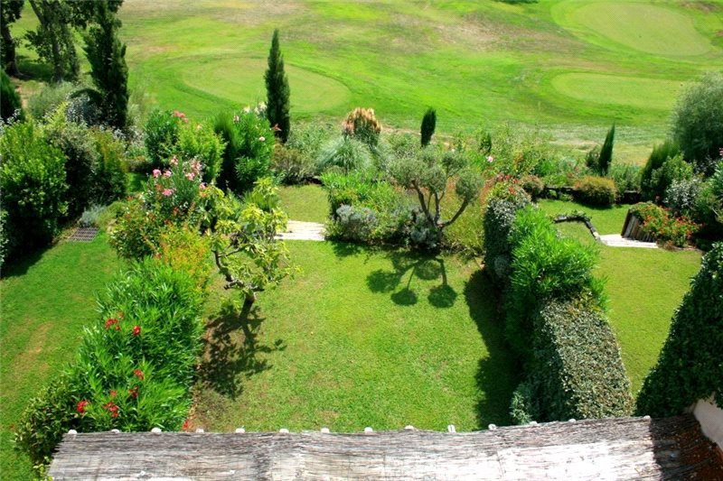 Buying Villa Gassin A charming semi-detached golfer's house, set in the prestigious private domain of Gassin Golf Country Club.
