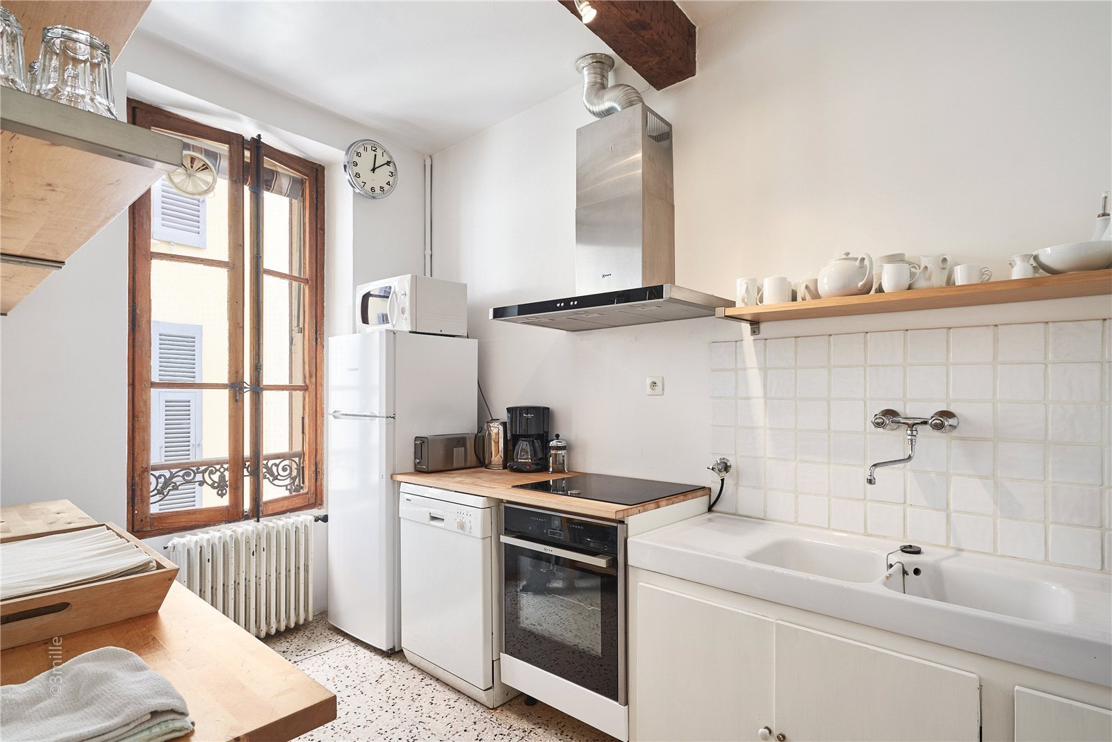 Buying Villa Antibes A 3 bedroom townhouse with spacious garage. Ideally located for all amenities, the beaches and the popular centre of historic Antibes.