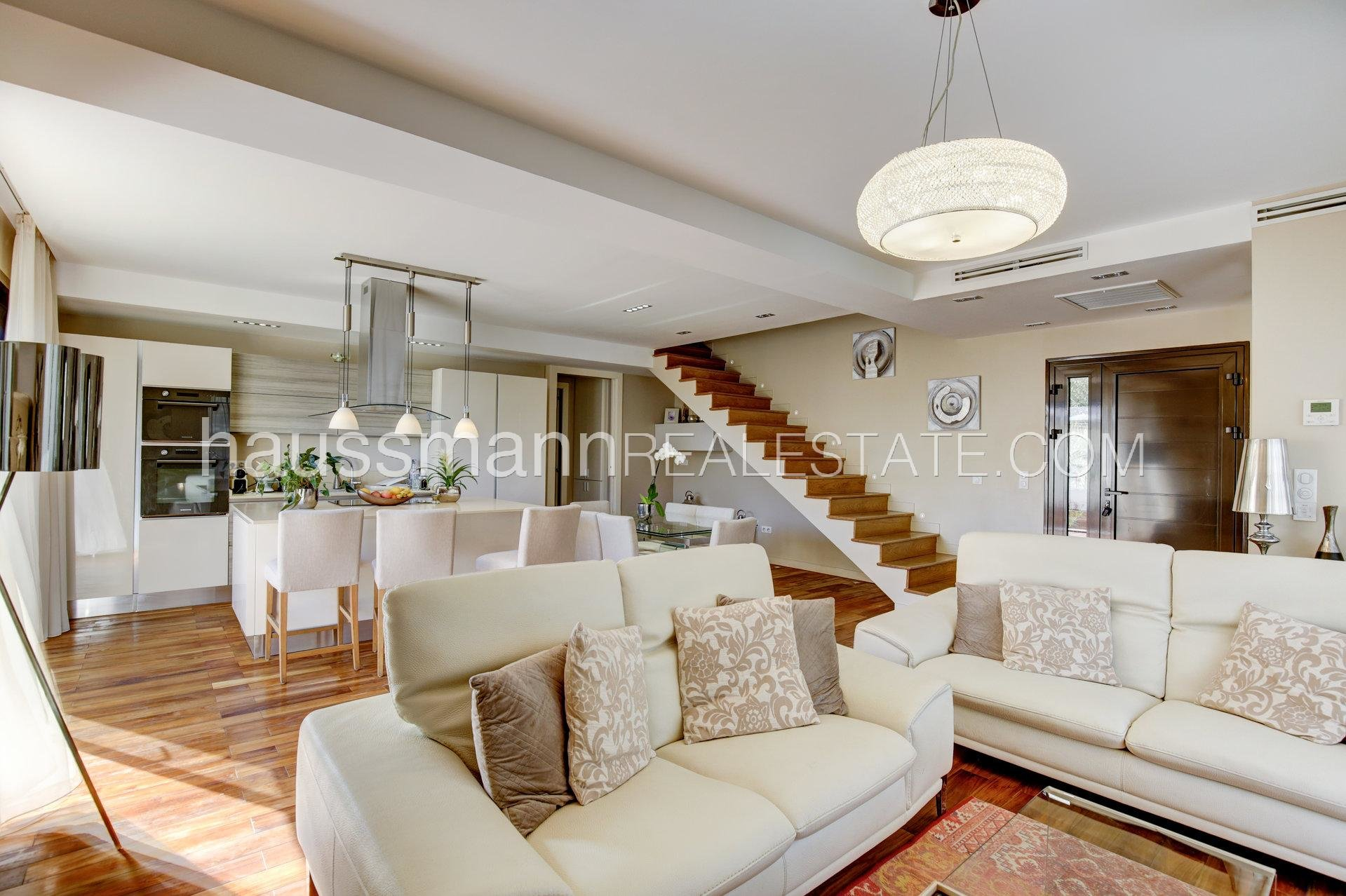 Buying Villa Saint-Laurent-du-Var Fully renovated property with swimming pool