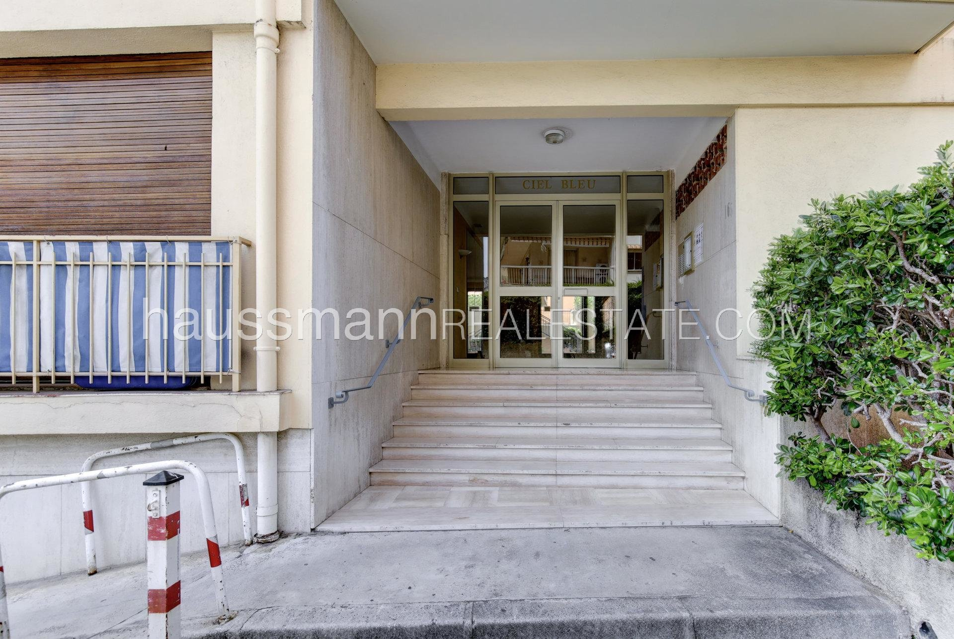Buying Apartment Beaulieu-sur-Mer Renovated apartment at only 100 meters from beaches, shops and beaches