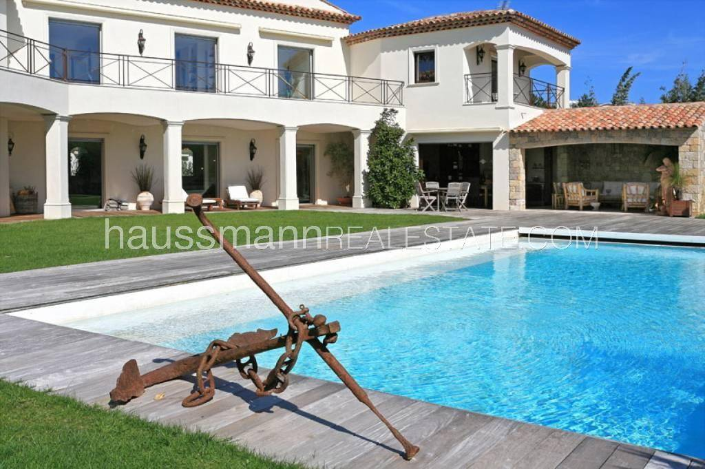 Buying Villa Antibes Just 100 m from the beaches