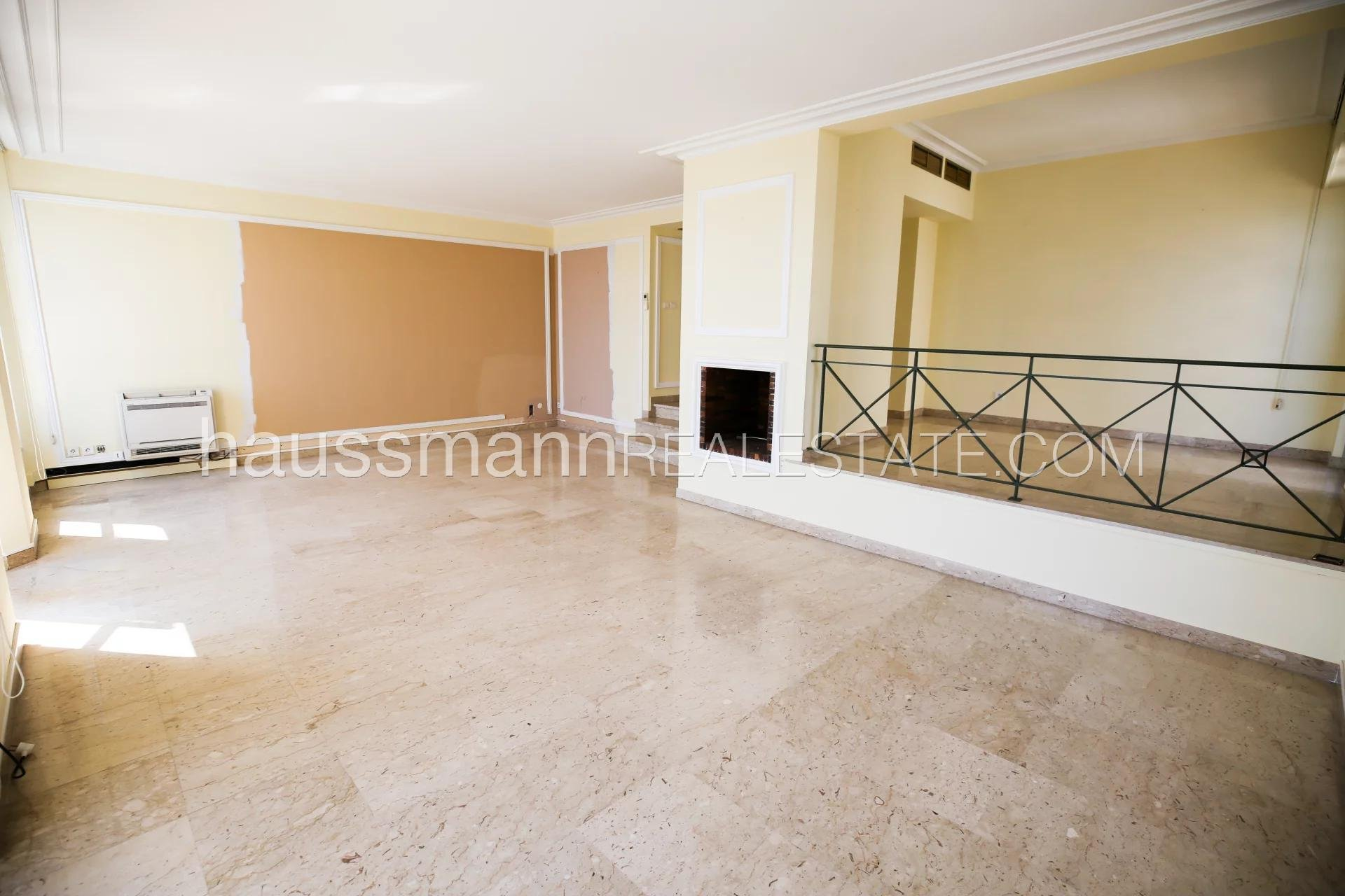 Buying Apartment Nice First class location  facing the sea