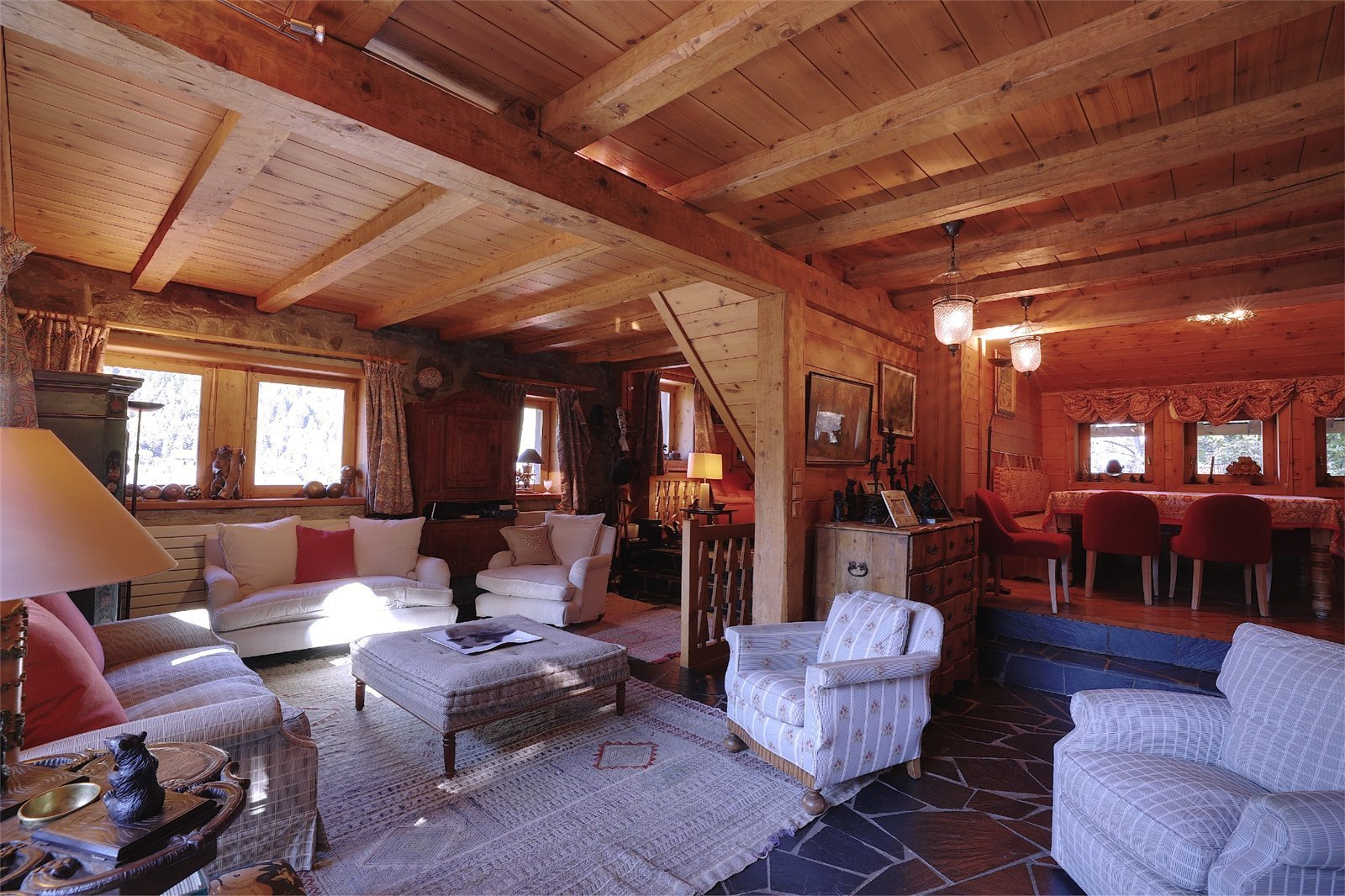 Buying Villa Méribel With a private setting ideally placed for central Méribel, charming chalet with 6 en suite bedrooms, a spacious terrace, stunning views, garage and cellar.