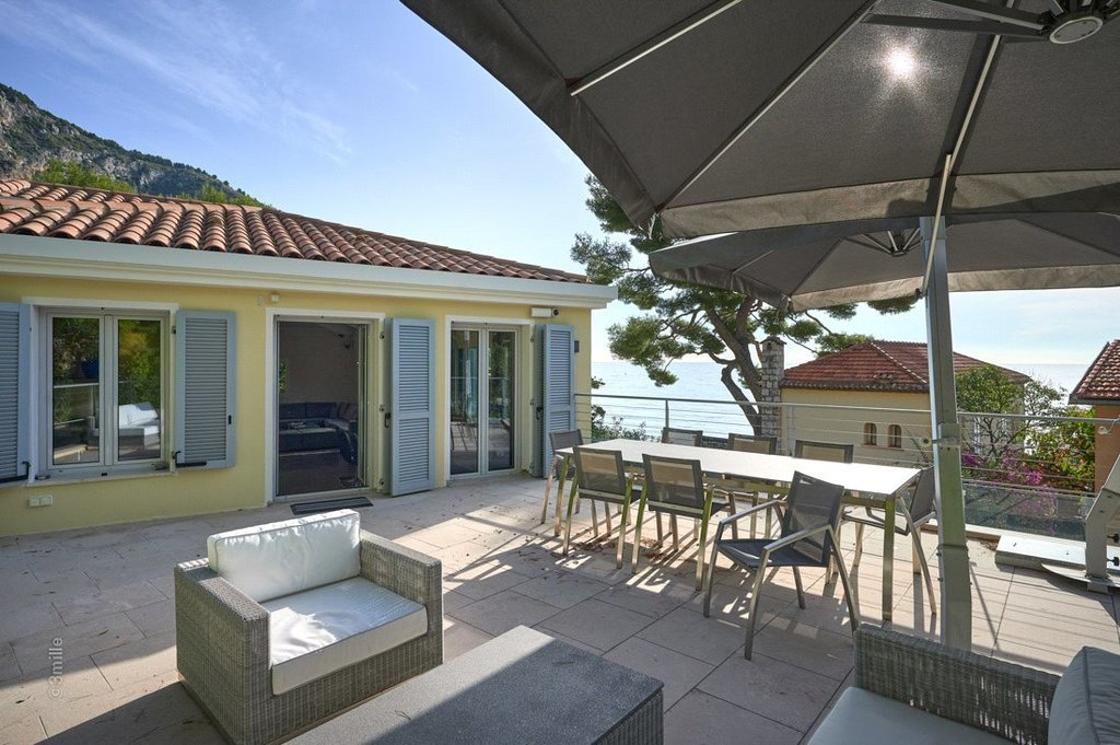 Buying Villa Èze Beautifully refurbished cottage with pool and independent studio, ideally situated for the beach