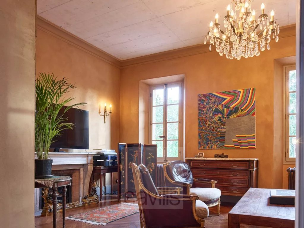 Buying Villa Cannes Elegant property dating back to the 19th century  within a gated domain, ideally located for the centre of Cannes.