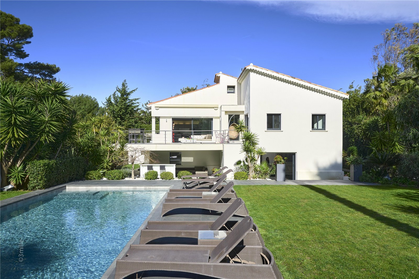 Buying Villa Cap d'Antibes Contemporary villa, boasting amazing sea views, set in landscaped grounds with pool, summer kitchen and carport.