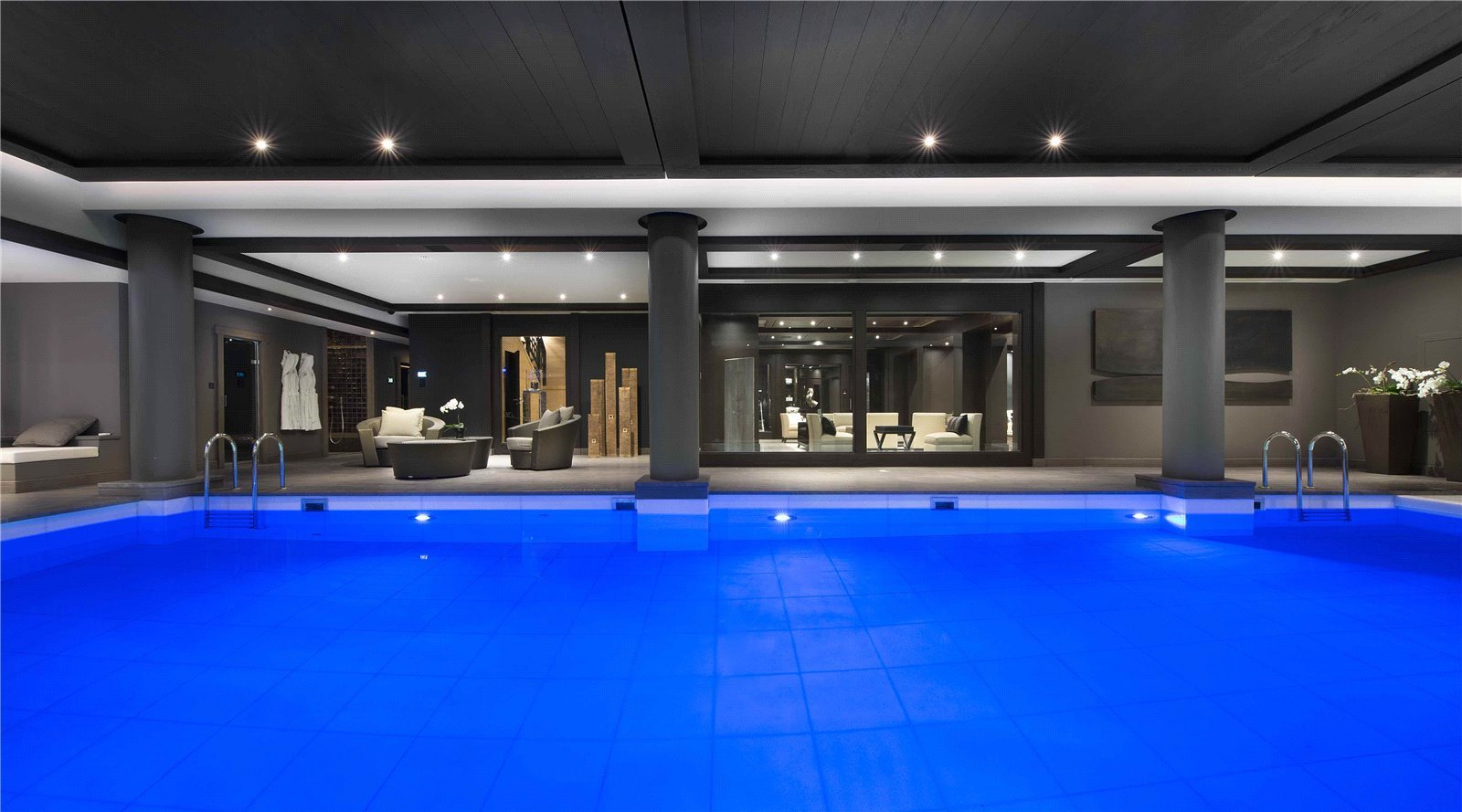 Rental Villa Courchevel Le Petit Palais is an exceptional ski in - ski out chalet, situated on the slopes of Bellecote ski slopes in Courchevel 1850.