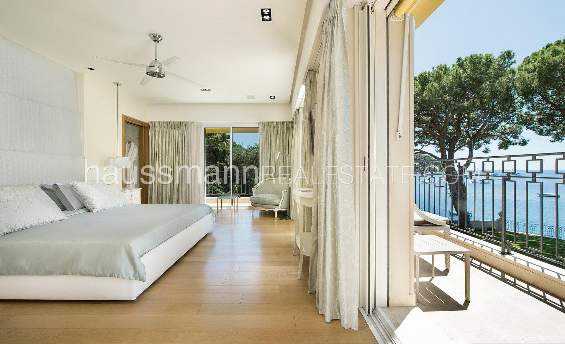 Rental Villa Villefranche-sur-Mer Water edge's property with hotel services