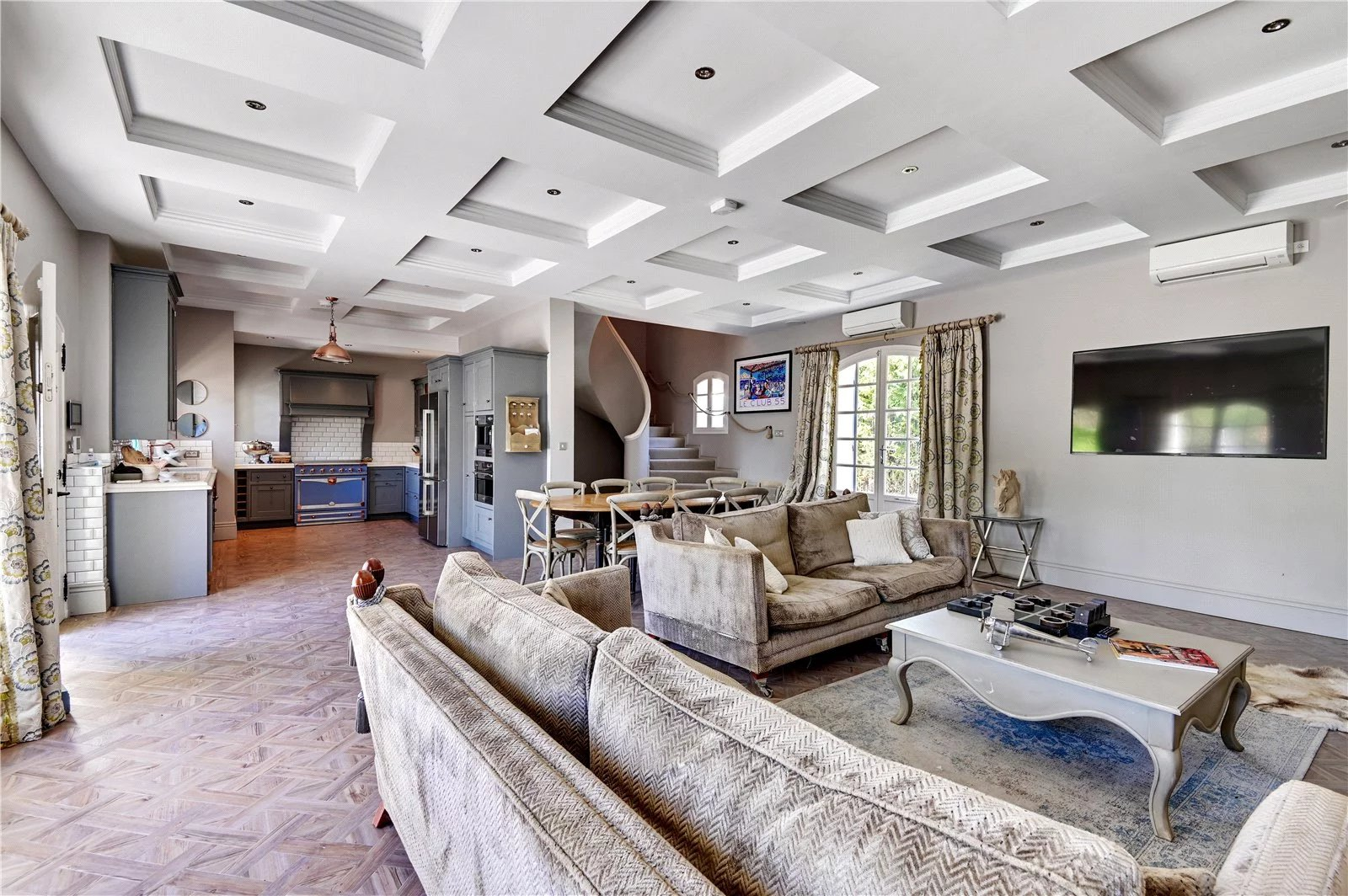 Buying Villa Cap d'Antibes Magnificent tastefully refurbished property with pool, pool house, summer kitchen and garage, ideally located for the beaches.