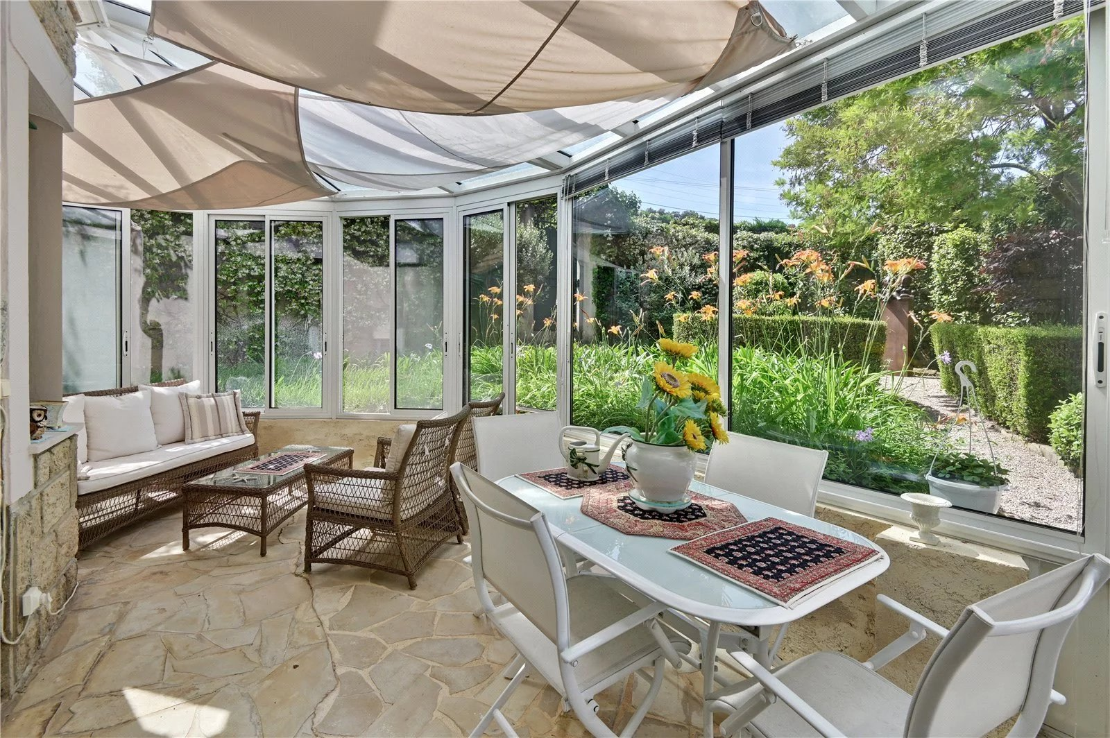 Buying Villa Cap d'Antibes Ideally located for the beaches