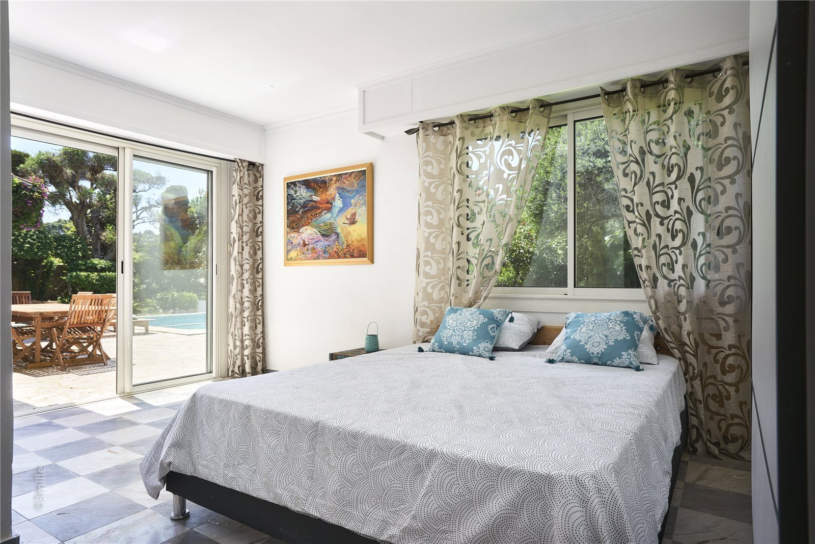 Buying Villa Cap d'Antibes Charming 4 bedroom villa with pool, ideally located for the beaches.