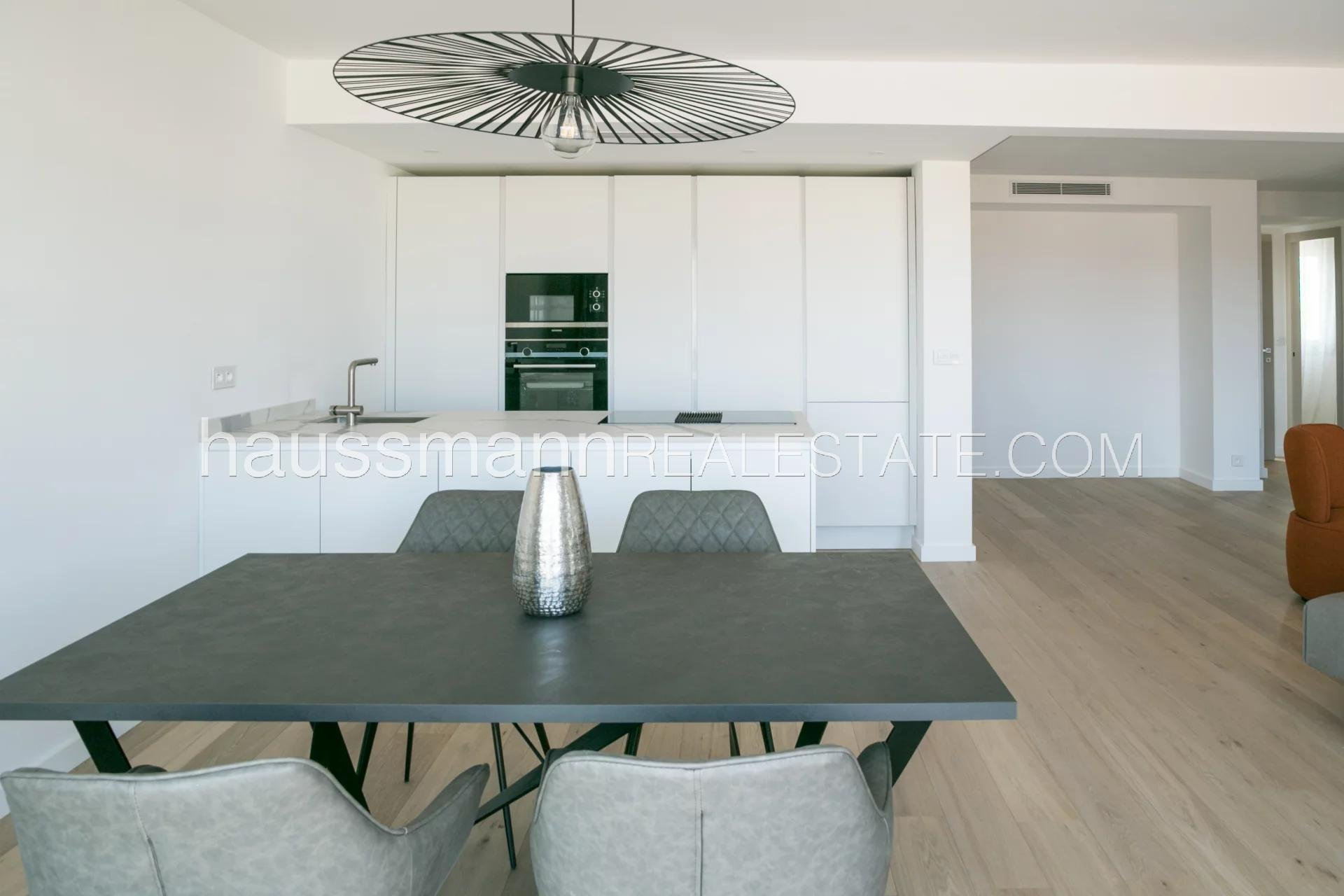 Buying Apartment Nice Top Floor with terrace in the center of Nice