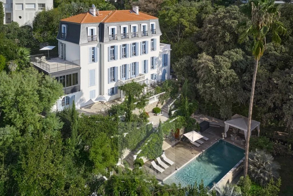 Buying Villa Cannes 19th century property within a gated estate, ideally located for the centre
