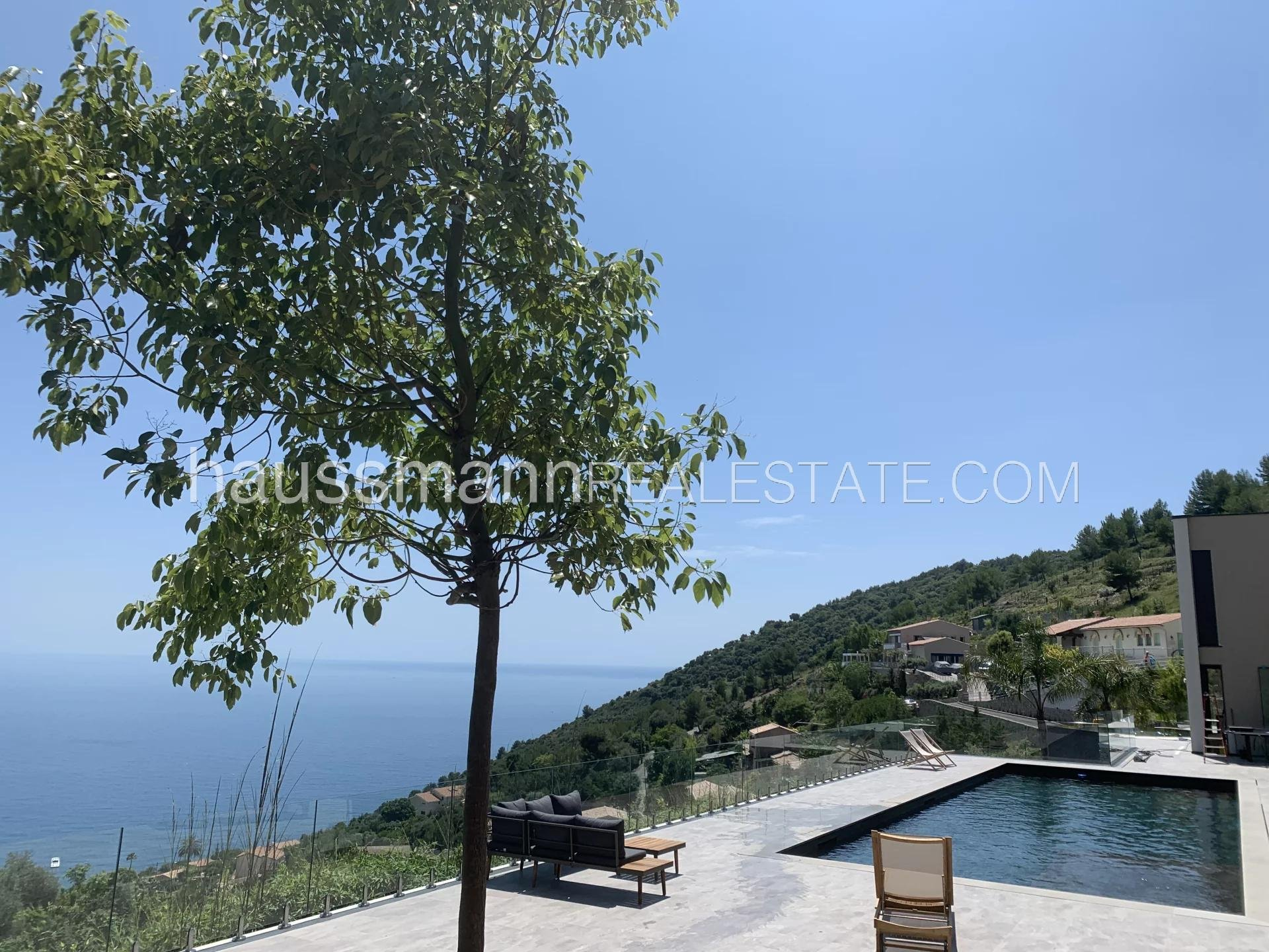 Rental Villa Èze At only 10 minutes from Monaco, 8 bedrooms villa with 2 swimming-pool