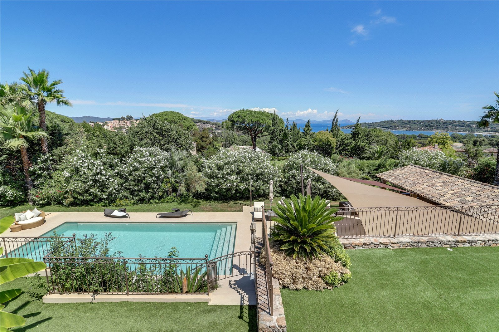 Buying Villa Saint-Tropez Lovely sea views in a sought-after area near the village