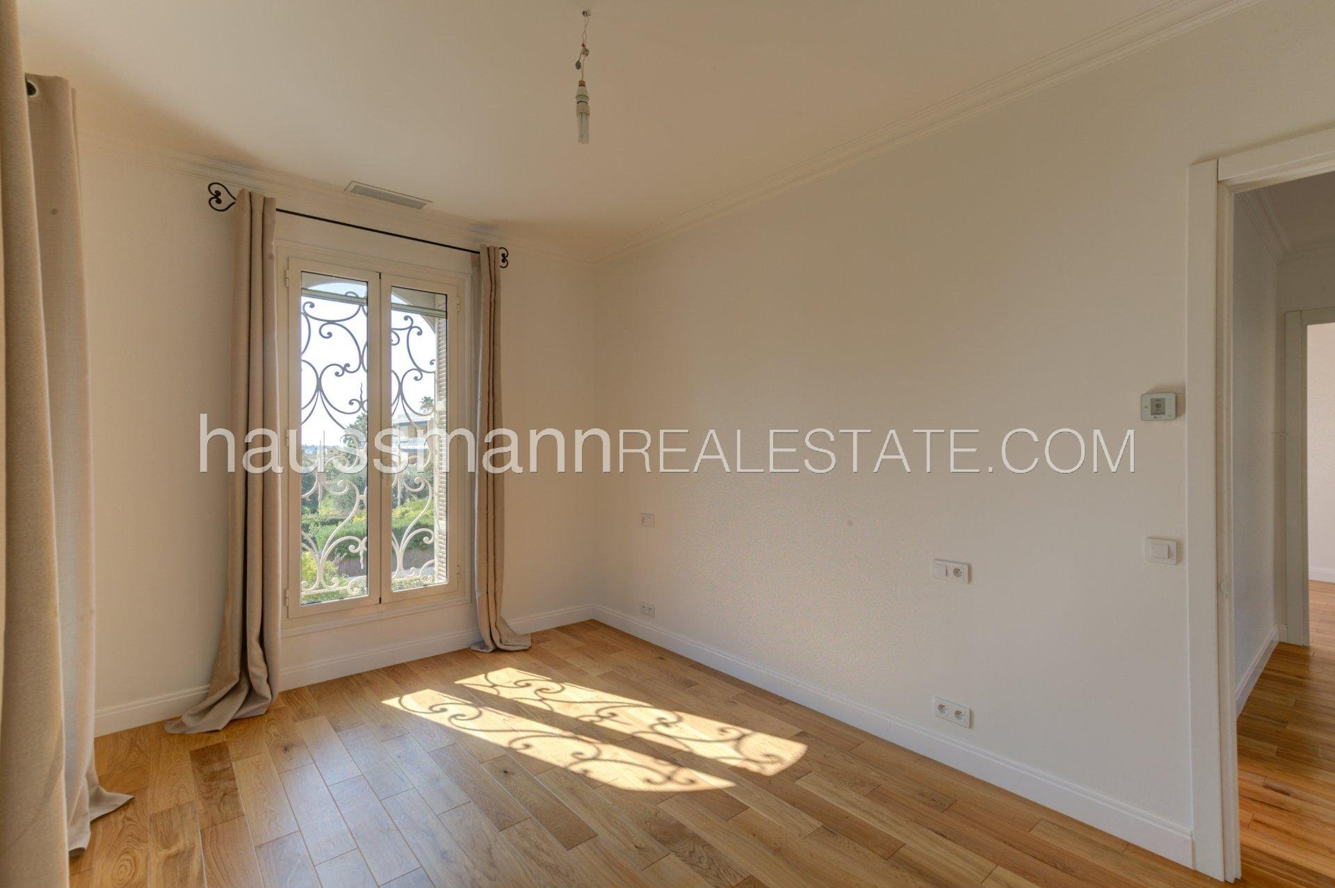 Buying Villa Beaulieu-sur-Mer In center town, renovated house with 6 bedrooms