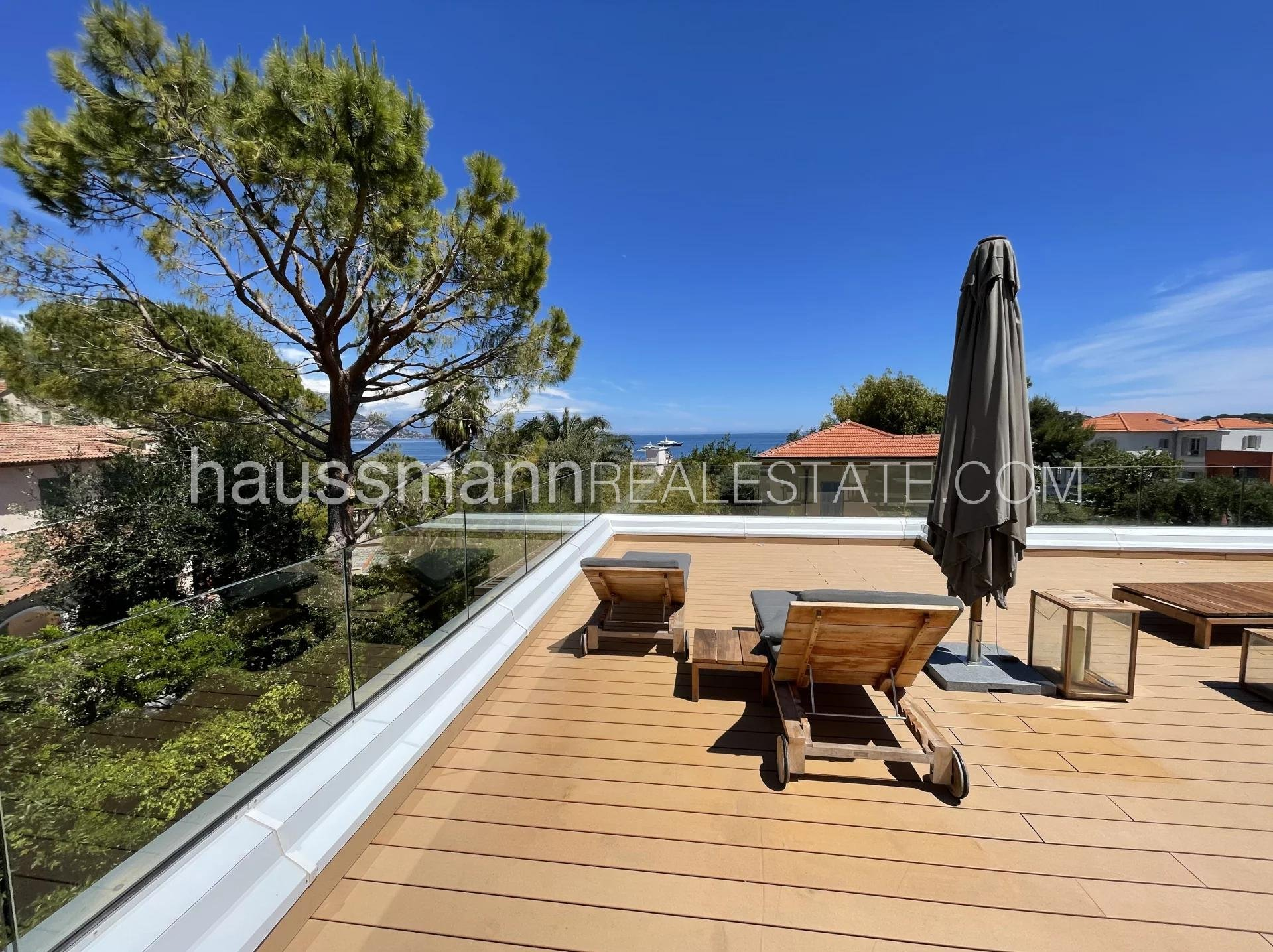 Buying Apartment Saint-Jean-Cap-Ferrat Townhouse close to the village and the beach