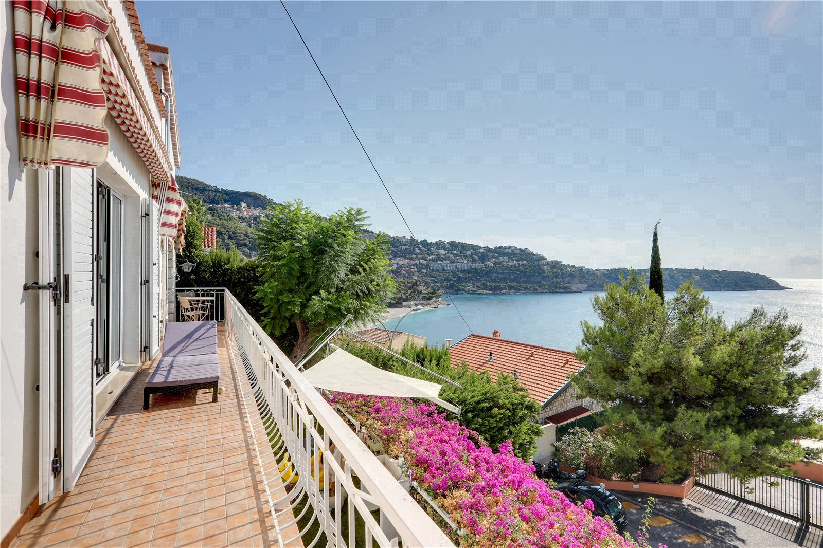 Buying Villa Roquebrune-Cap-Martin Ideally placed for Monaco, with panoramic sea views