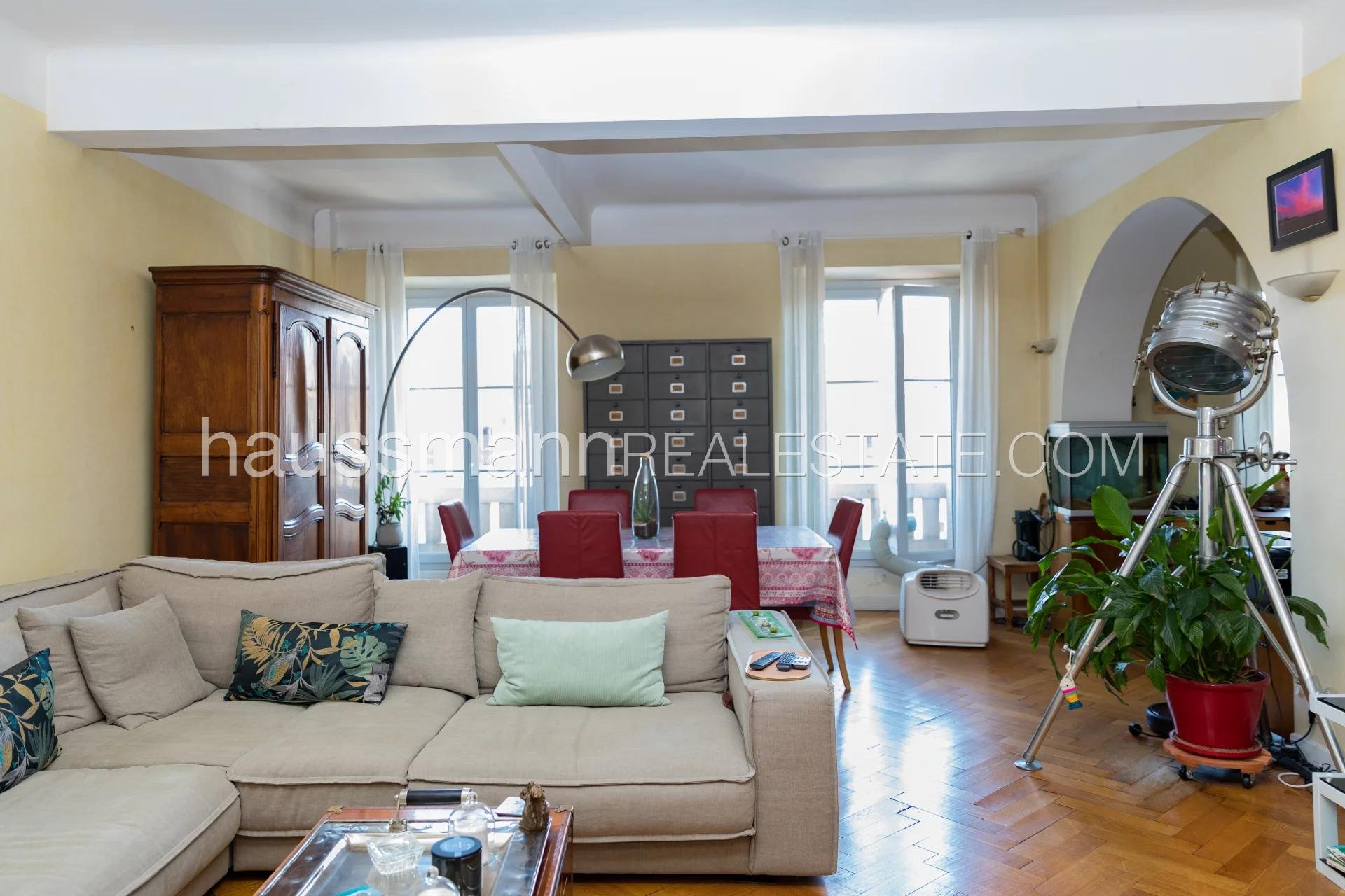 Buying Apartment Nice Carré d'Or - Bourgeois, large surface, good potential