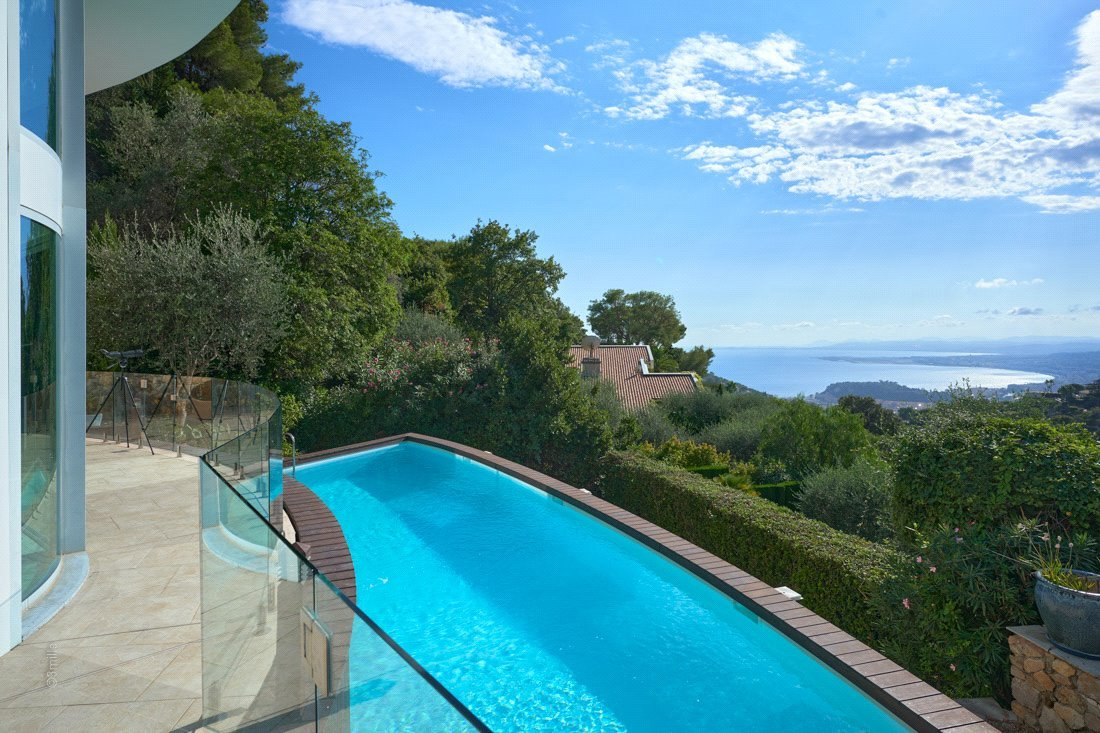 Buying Villa Villefranche-sur-Mer Within a private and secure domain boasting sea views