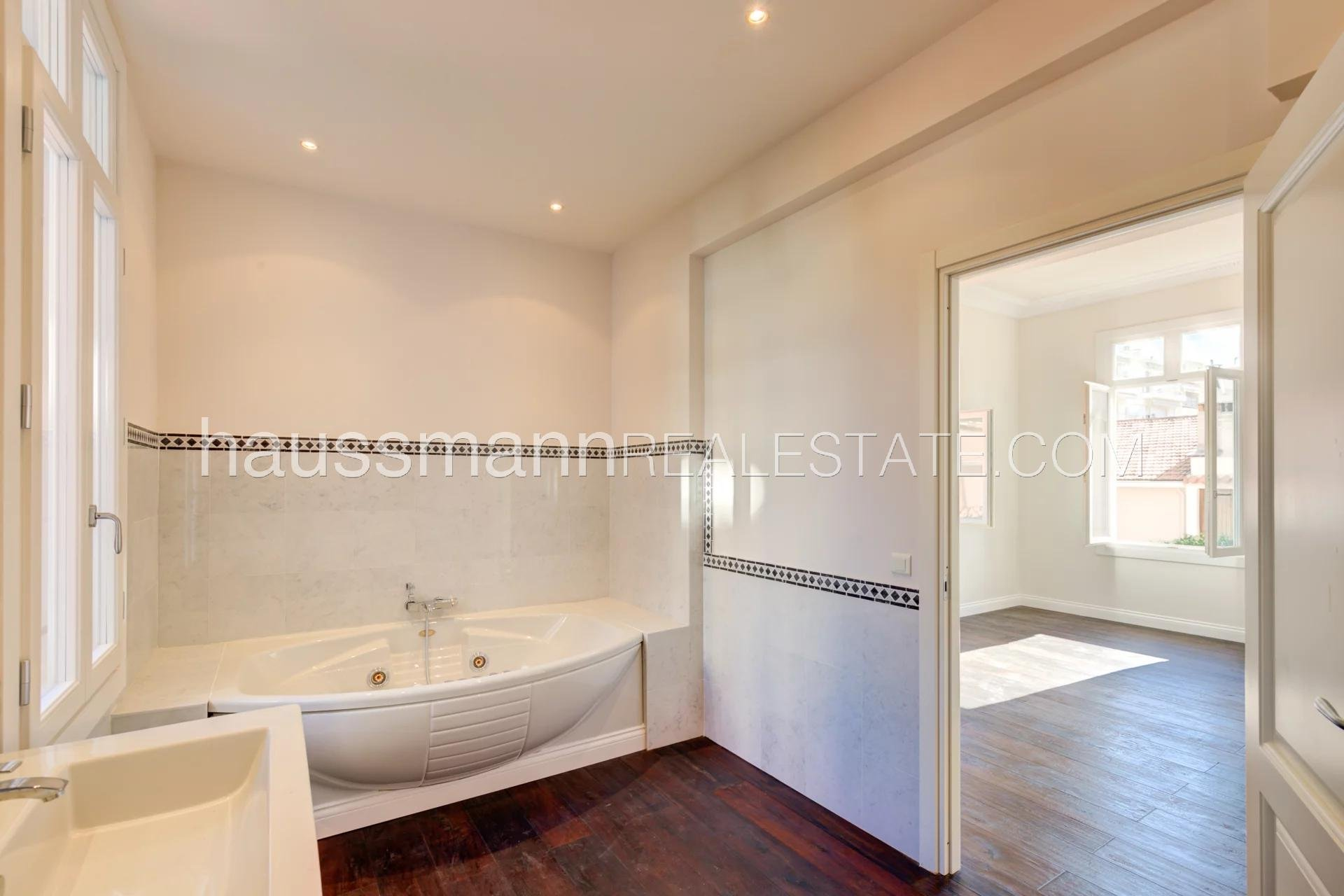 Buying Apartment Beaulieu-sur-Mer Renovated apartment with 4 bedrooms, near school, shops and amenities